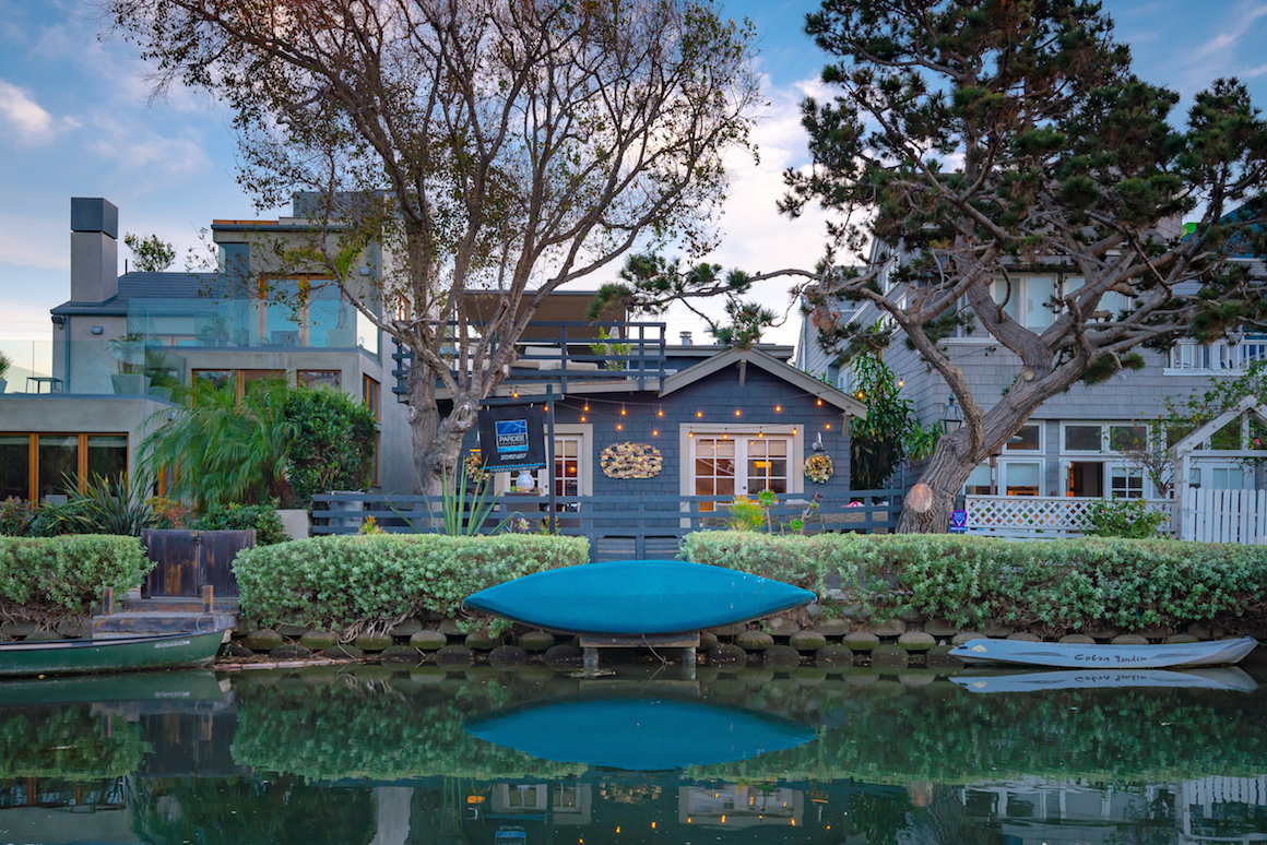 On your holiday wish list venice canals beach bungalow for Dream home wish list